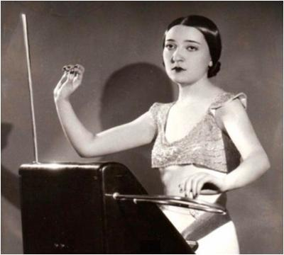 Clara Rockmore on Moog Theremin Schematic